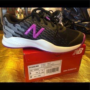 Kids  brand new New Balance tennis shoes.